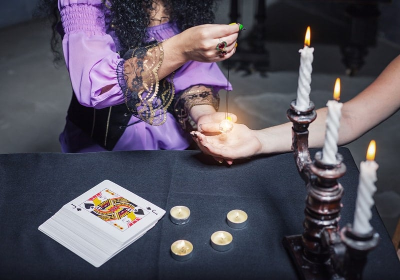 learn to listen to a psychic chat reading